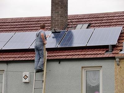 Чистење на соларни колектори