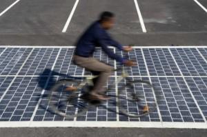 Франција ќе инсталира соларни панели на патиштата